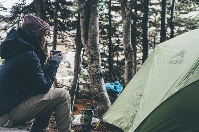 Conseils pour choisir sa tente pour le bivouac en montagne ou sur un glacier. Type, forme et autres considérations pour ne pas se tromper